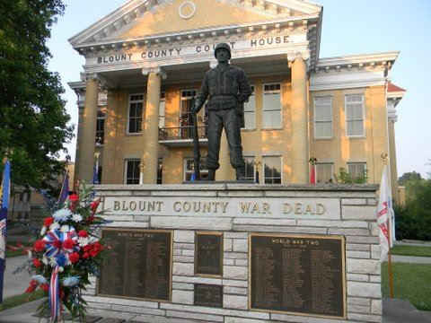 Image of statue of war dead memorial in front of Court House